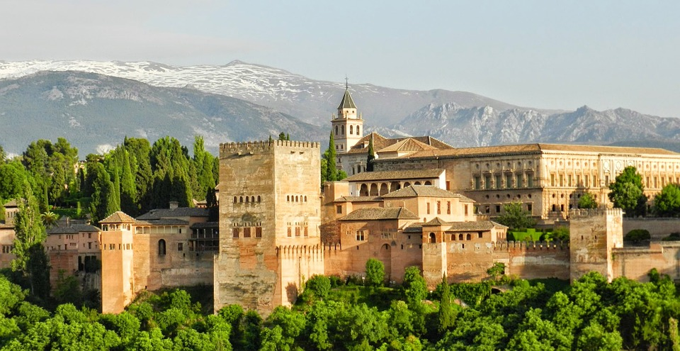 This image has an empty alt attribute; its file name is alhambra-967024_960_720-1.jpg